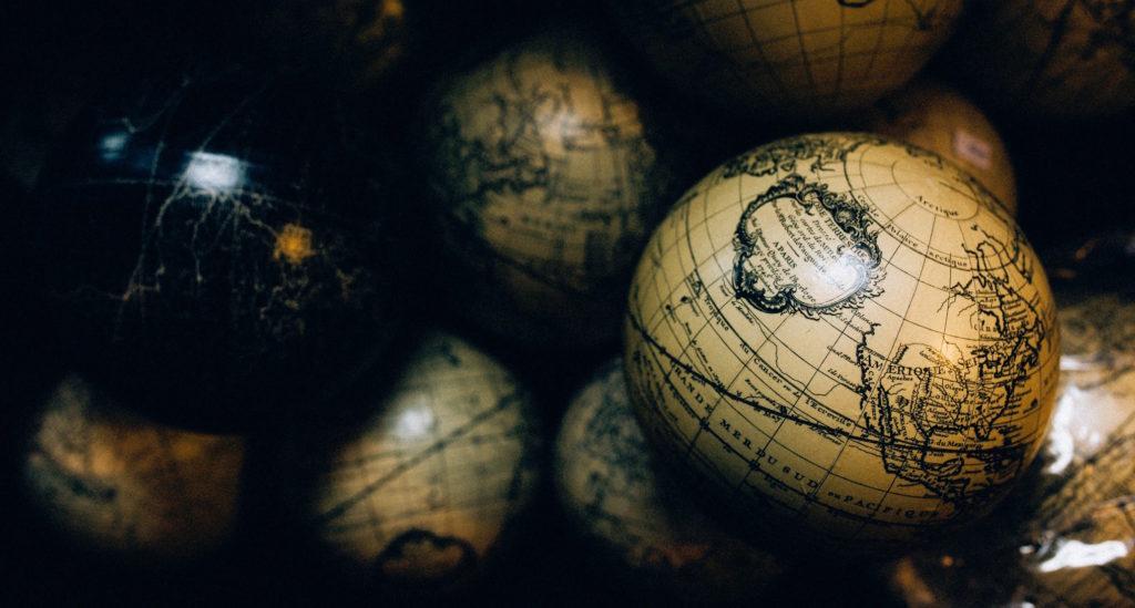 globeballs-1024x549