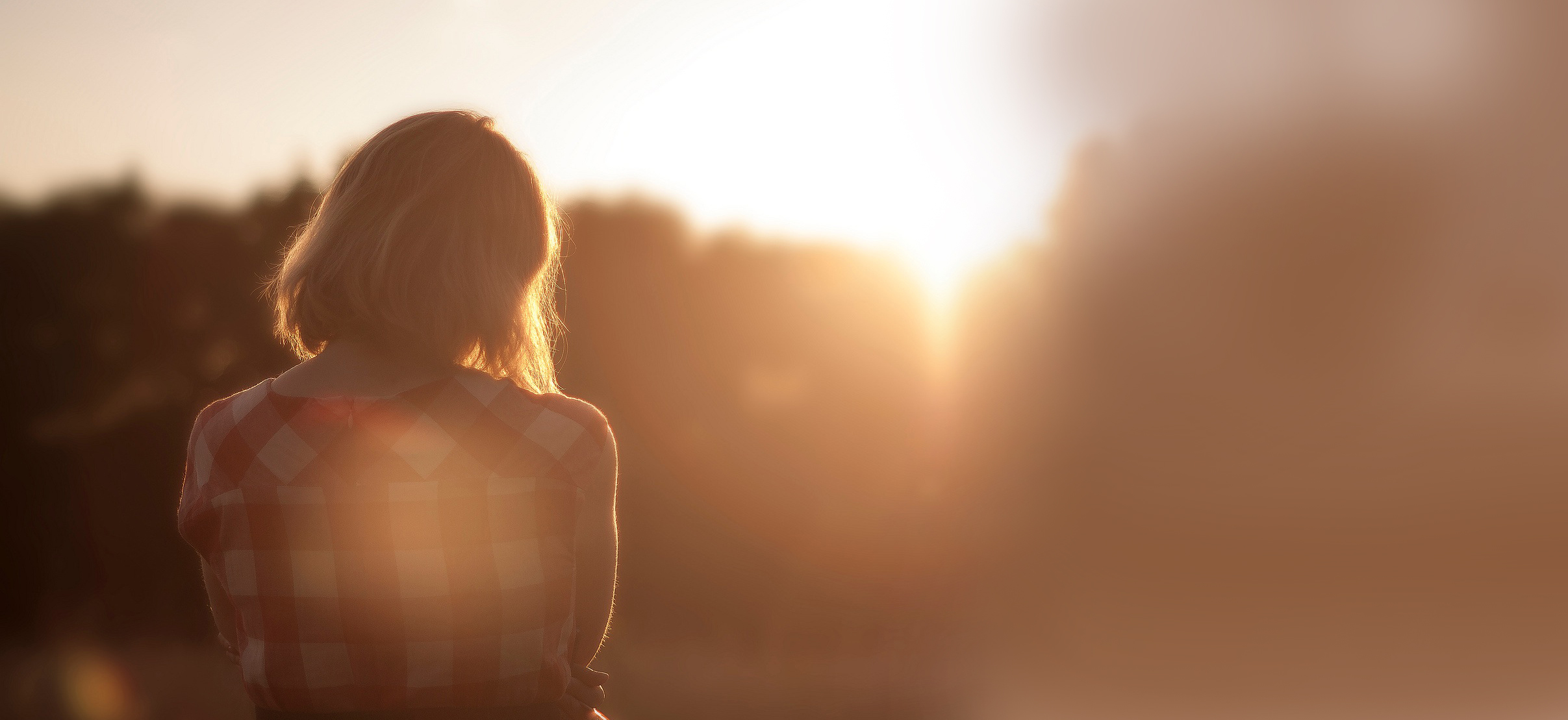 sunset-girl-wide